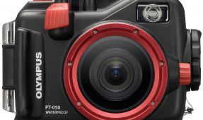 Olympus XZ-1 and Olympus E-050 Housing Review