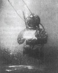 552352001b5668 The first underwater photographs were taken in the waters of Dorset in the  UK by William Thompson in 1856. The first underwater camera flood occurred  on the ...