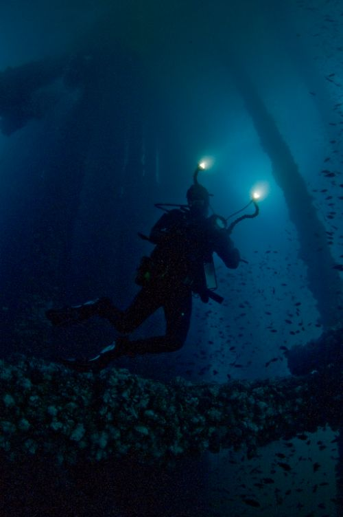 Underwater videographer shoots Eureka oil rig in california