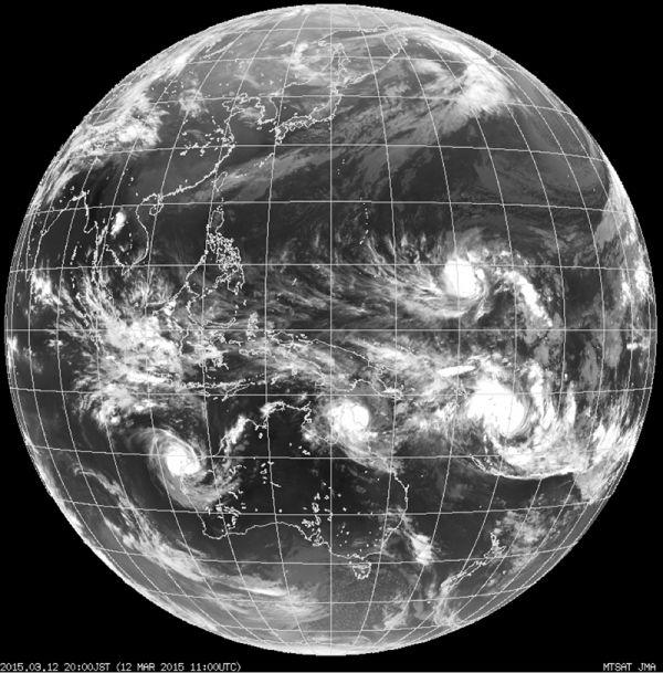 мощные тропические циклоны угрожают островам