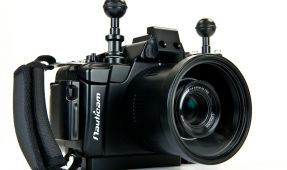 Nauticam NA-NEX5 Housing Officially Announced - Dust Rag For Your Nikonos Lenses Not Included