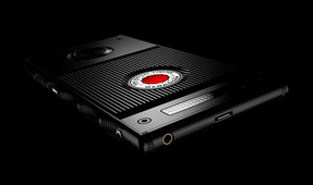 Watch: Hands-on with the RED Hydrogen One Holographic Smartphone